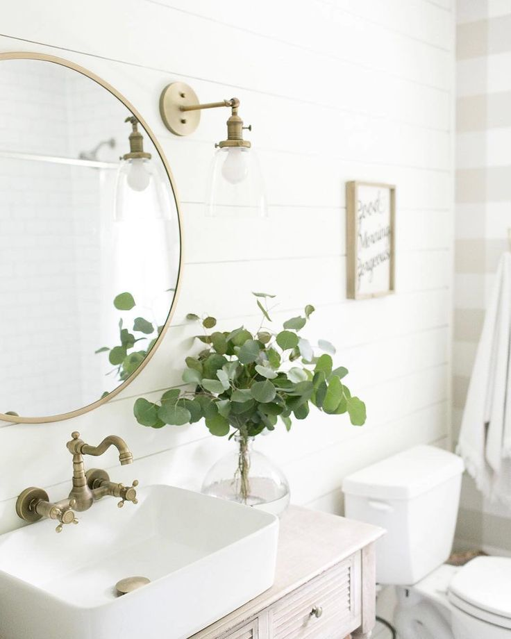 "7,403 Likes, 61 Comments - #LTKhome (@liketoknow.it.home) on Instagram: ""Style your guest bath with bronzed hardware and fresh pops of print a la @laurawgodfrey 