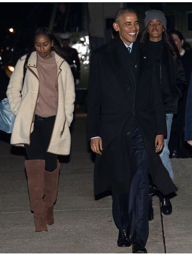 #FirstFamily Obamas #departed the #WhiteHouse for #holidays in #Hawaii #December16th #2016 #FirstLady #FLOTUS Of The United States 🇺🇸 Of America #MichelleObama #44th #President #POTUS Of The United States 🇺🇸 Of America Commander In Chief #BarackObama #FirstDaughters Of The United States 🇺🇸 #MaliaObama #SashaObama