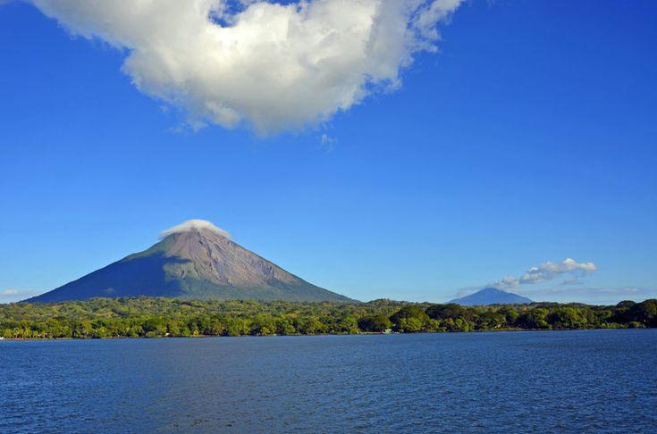 Le taux de criminalité du Nicaragua est plus faible que ses voisins, ce qui en fait un pays sûr en Amérique Centrale, même s'il faut rester vigilant dans les grands centres urbains. Cette destination plaira à tous : volcans pour les randonneurs, jungle pour les aventuriers et îles paradisiaques pour les adeptes du farniente.