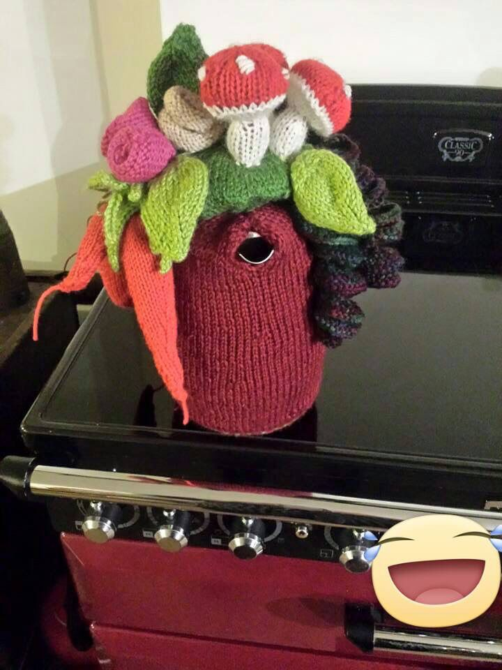 Remit was knit me a coffee pot.....so I did one to match the oven and well, embellished a little