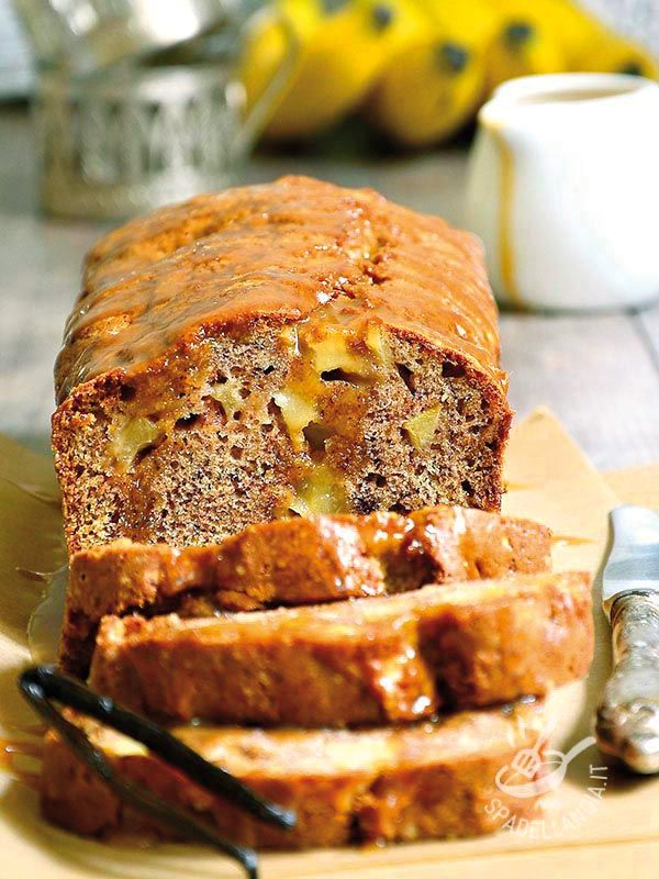 Chi dice plumcake dice golosità! Assaggiate questo Plumcake alle banane e noci accompagnate la vostra creazione con ciuffetti di panna montata!