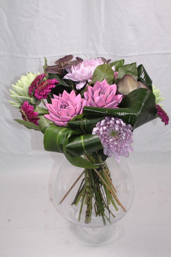 Bouquet with pink en pastel green echeveria miranda