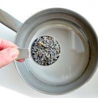 Maak van suiker, water en lavendel een heerlijke lavendelsiroop (Uit Pauline's keuken)