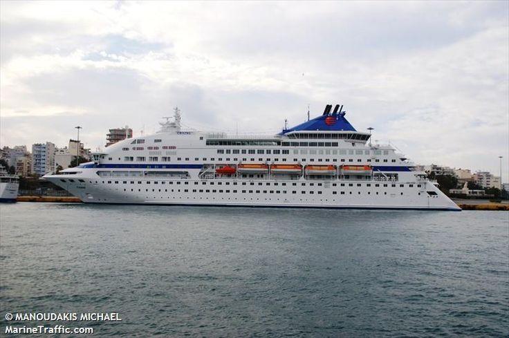 Το Louis Cristal πλευρισμένο στον Πειραιά. 04/12/2010.