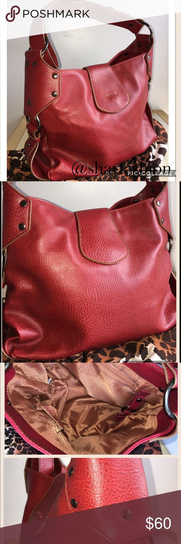 Pre Loved Red Hot purse Matt and Nat Carrie bag in red. Measures 11x7x5 with a shoulder strap drop of 15-21 inches. Vegan bag no harmed animals. Comes with a zipper pocket along with 3 small ones. It's a magnetic flap closure with an extending shoulder strap. matt and nat Bags Hobos