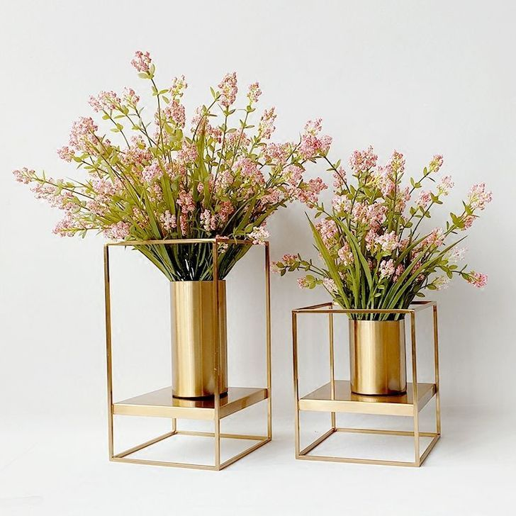 20 Affordable Diy Flower Vase Ideas To Add Beauty Your Home Decoration Trenduhome Flower Vase Diy Metal Vase Decor Vases Decor