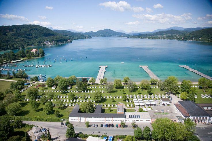 Campingplatz Klagenfurt am Wörthersee in Karinthië - klein speeltuin, ruime plaatsen, heel goede reviews, naast strandbad met waterglijbaan