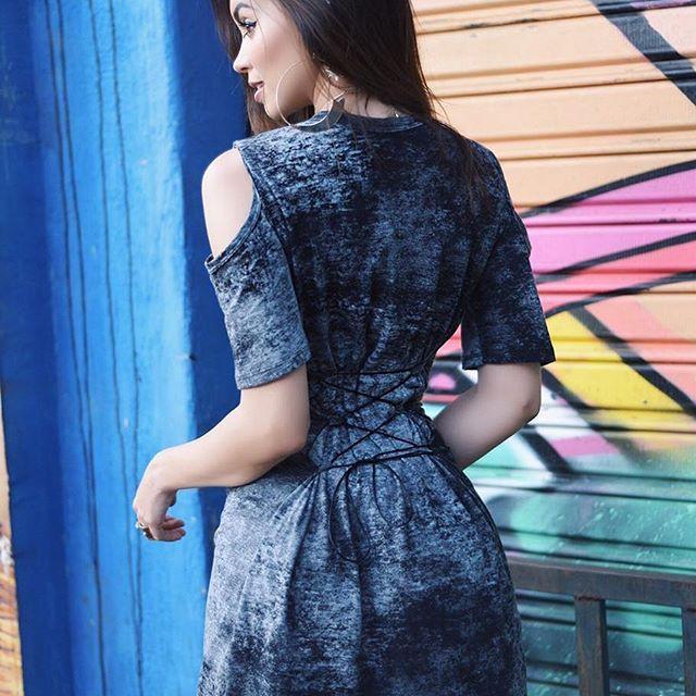 As costas do Nosso Vestido Rock 😍 tem uma cordinha para acinturar ♥ _ #maxtee #maxteerock #maxtshirt #maxtshirtrock #maxteedestonada #modafemininaatacado #modaparameninas #maxtshirtdestonada #americanstyle #tshirtrock #tshirtdestonada #vestido #rock #tee #inspiration #tshirt #kimkardashian #tumblr #atacado #vestidoestonado #modafeminina #vestidorock #kyliejenner #megamoda #megamodashopping #lookoftheday #lookdodia #fastfashion #colecaooutonoinverno #trend #atacado