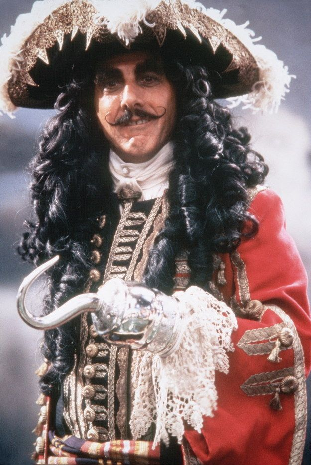 Ever notice how in 1991 Robin Williams classic #Hook, Captain Hook's (Dustin Hoffman's) hat looks like a crocodile mouth with teeth!? xoxo #fact #funtact #trivia #retro #90s #RobinWilliams #DustinHoffman #movie #film