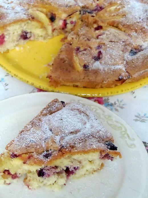 Ricetta Torta mele e frutti di bosco | Pane&Cioccolatoblog questa torta e' morbida e semplice da fare; una ricetta ideale per ogni occasione compresa il dopo