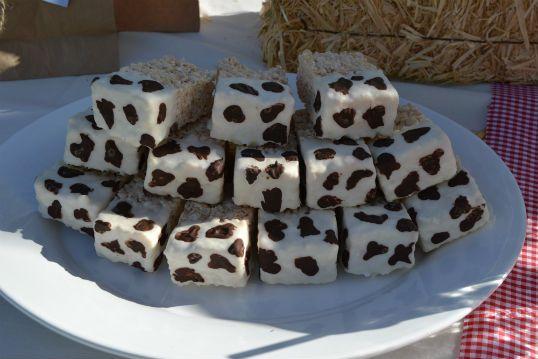 Rice Crispy Treats w/cow patternThemed Baby Showers, Birthday Parties, Barnyard Parties, Parties Wagon, Parties Ideas, Birthday Party Ideas, Rice Krispie, Birthday Ideas, Rice Crispy Treats