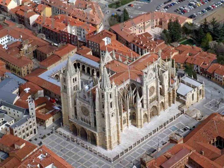 Vista aérea de la Catedral de León, Camino de Santiago