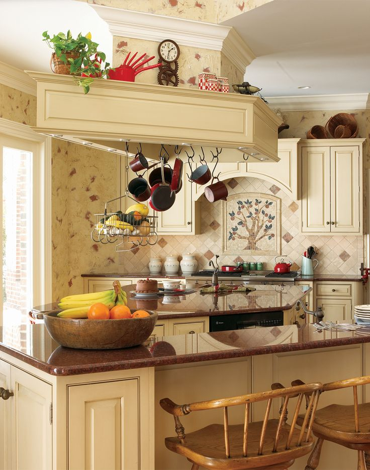 113 best traditional kitchens images on pinterest for Traditional kitchen meaning