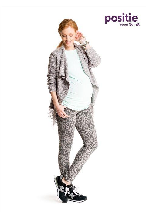 Comfy look. Een comfy en trendy look bestaat uit een geprinte broek met luipaardprint, gebreid vest met franjes en een pastelkleurige top van soepel materiaal. #missetam