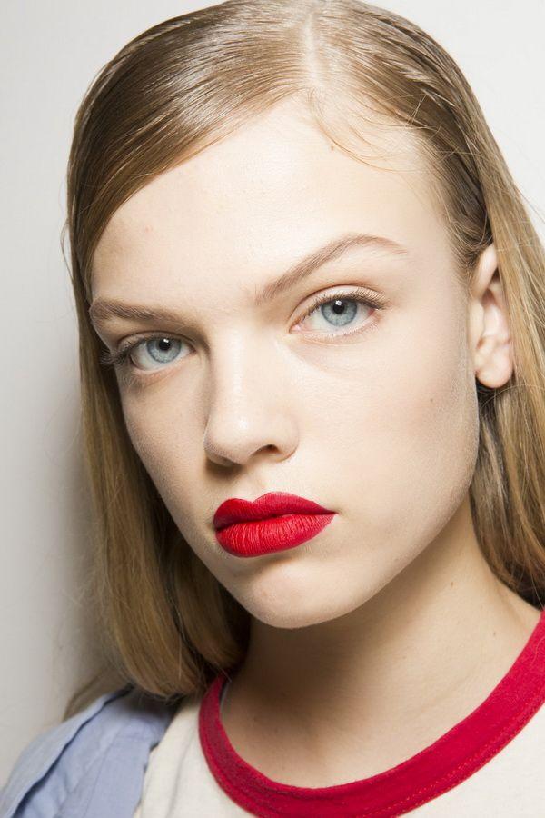 Тенденции макияжа весна-лето 2018 - красные губы