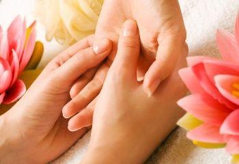 Шелушение кожи вокруг ногтей - http://vipmodnica.ru/shelushenie-kozhi-vokrug-nogtej/