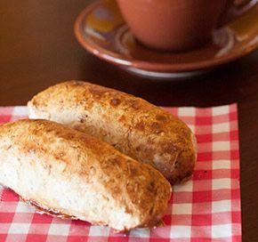 Gluten- en lactosevrije worstenbroodjes