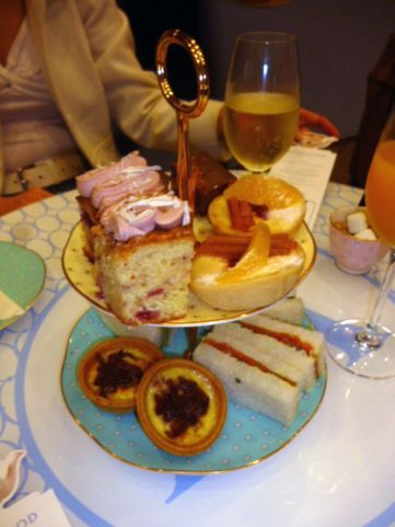 High Tea at the Wedgewood Tea Room for Turner from the Tate - Check out the review on Hercanberra