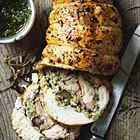 Een heerlijk recept: Gordon Ramsay: kip gevuld met knoflook en tamme kastanjes