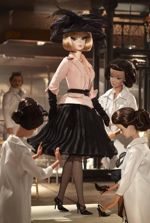 Barbie Vestidos del Mundo   Una vitrina llena de tesoros (Barbie blog)