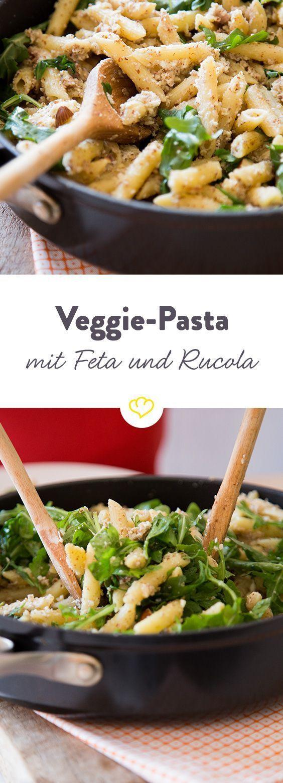 Fix und fleischfrei: Mandel-Pasta mit Feta und Rucola – gaby
