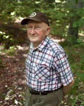 """Gyuribácsi, ismertebb nevén a """"bükki füvesember"""" a gyógynövények szakértője. Színte mindenre tud valami természetes gyógymódot..."""