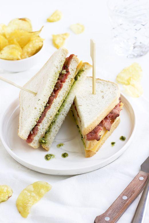 Lunch: Club Sandwich met rosbief & oude kaas http://degenietendefoodie.nl/2016/lunch-club-sandwich-rosbief-oude-kaas/