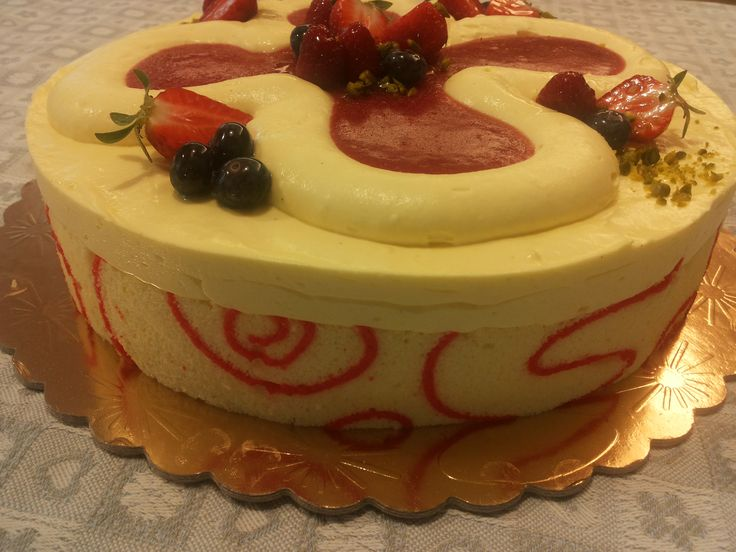 La pasta sigaretta, ovvero un metodo di lavorazione che permette di preparare dei bellissimi bordi decorativi per le vostre torte!