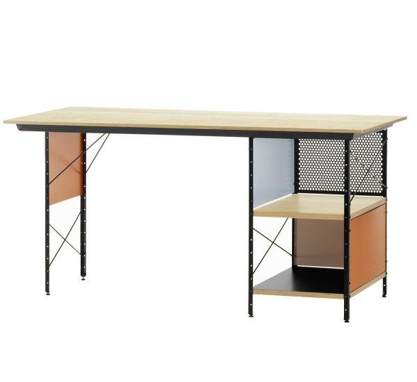 La scrivania EDU (Eames Desk Unit) disegnata da Charles e Ray Eames, si rifà al progetto originale di una scrivania prodotta in serie che, indicata per uffici, fa della semplicità costruttiva, dell'originalità e dello stile i suoi punti di forza. Superfici metalliche in finitura verniciata a polvere in colore nero, piano in legno multistrato con impiallacciatura in betulla, pannelli in alluminio verniciato a polvere, mensole in legno multistrato di acero con impiallacciatura superficiale ...
