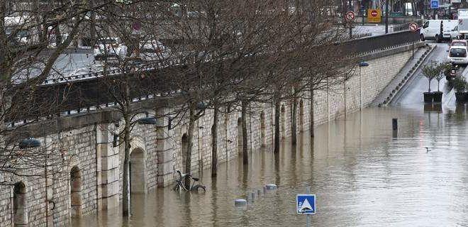 Δεν υποχωρεί η στάθμη του Σηκουάνα – Για πλημμύρες ετοιμάζεται το Παρίσι (βίντεο)