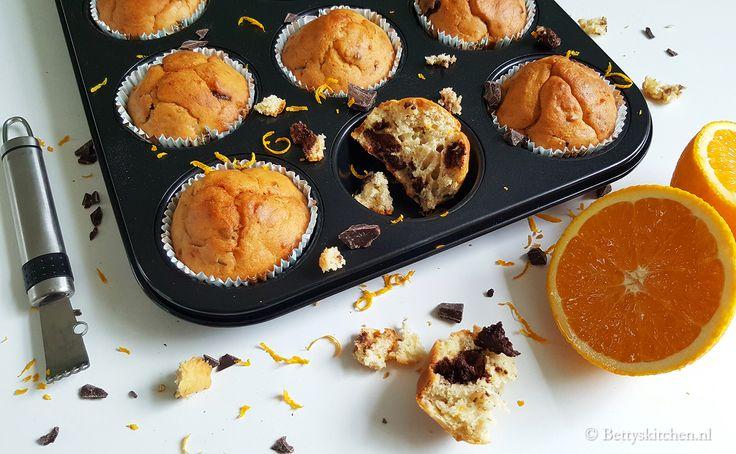 Voor een feestelijk verjaardagsweekend maak je deze suikervrije muffins met yoghurt, sinaasappel en chocolade. Heerlijk voor bij de koffie of thee!