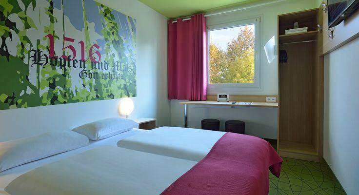 Zimmer mit französischem Bett im B&B #Hotel Ingolstadt