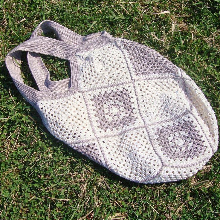 Háčkovaná+taška+Velká+a+prostornáháčkovaná+taška+z+pevné+bavlněné+příze+o+rozměrech:+Výška+tašky+55cm,+šířka+42cm,+délka+ucha+48+cm+Vhodná+i+jako+plážová+taška+nebo+taška+na+velký+nákup.+Materiál+-BAVLNA+Ruční+praní+ve+vlažné+vodě.