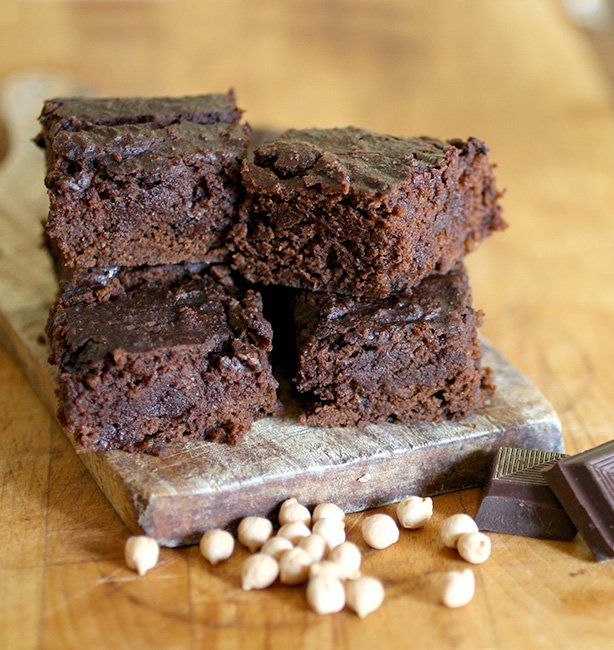 Brownies di ceci al doppio cioccolato | http://www.ilpastonudo.it/castadiva/il-cibo-degli-dei/brownies-di-ceci-al-doppio-cioccolato/