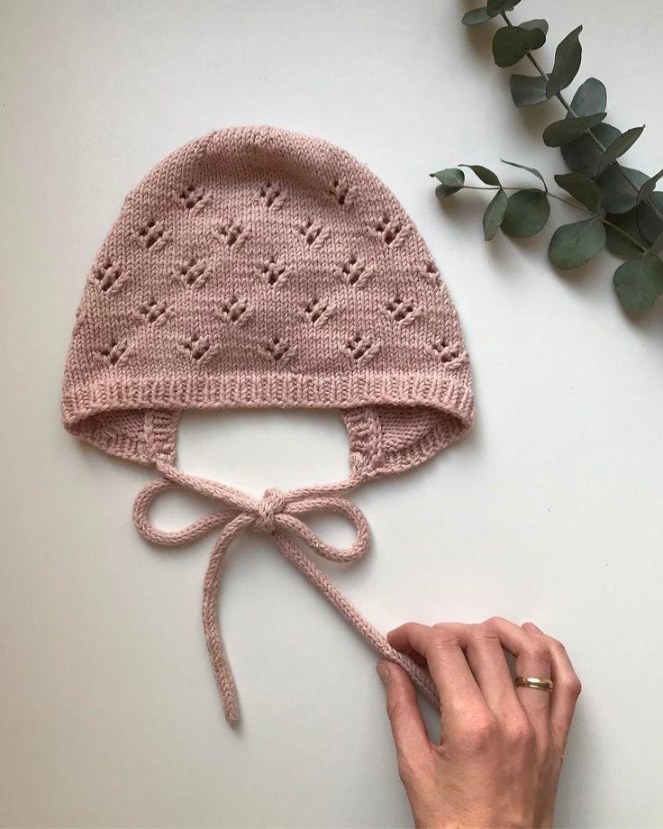 "756 Likes, 18 Comments - PetiteKnit • knitting patterns (@petiteknit) on Instagram: ""Min lille uldbaby er vinterklar med Alberts Pilothue, Carls Cardigan og Willums Selebukser  Alle…"""