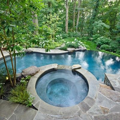 Vanishing Edge Swimming Pool w/ Flagstone Patio Walls in Alexandria VA  *I would die for this hottub/pool setup*