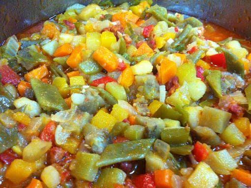 Este pisto de calabaza es un plato sencillo y fácil de preparar que puedes ajustar a tus gustos eliminando o añadiendo alguna verdura. Si quieres aligerarlo puedes suprimir la patata.