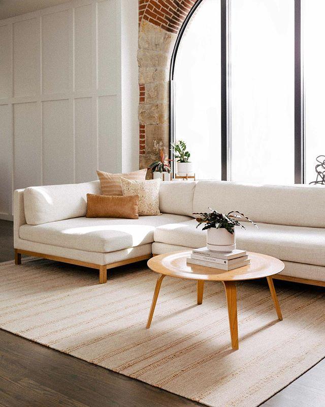Modern White Sofa In 2020 Modern White Sofa Furniture Sofa Design