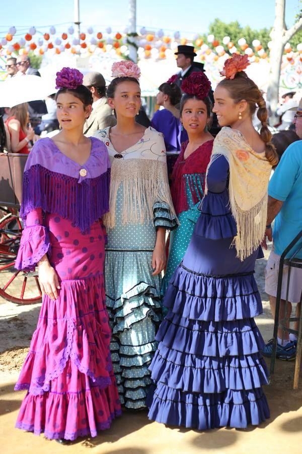 Agradable jornada de miércoles de Feria caracterizada por la fuerte animación en las casetas y por el concurrido paseo de caballos