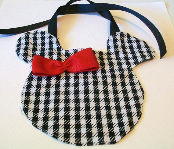 houndstooth Minnie bib