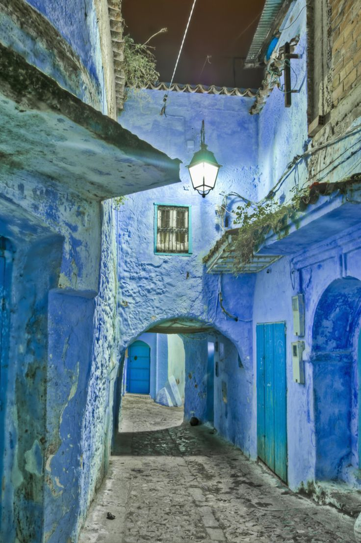 【旅人には有名】モロッコに、どこまでも青い街があった! | RETRIP    blue, blue, blue town....Morocco, Chaouen. Really beautiful, amazing, and mysterious...