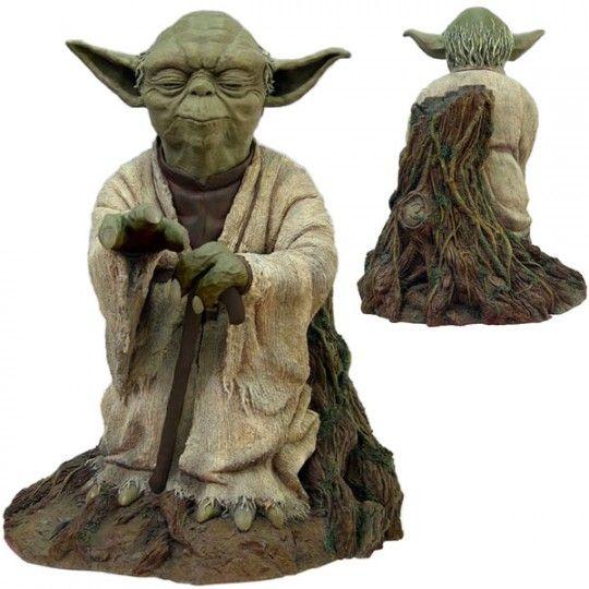 Attakus-Star-Wars-Yoda-Using-Force-Statue