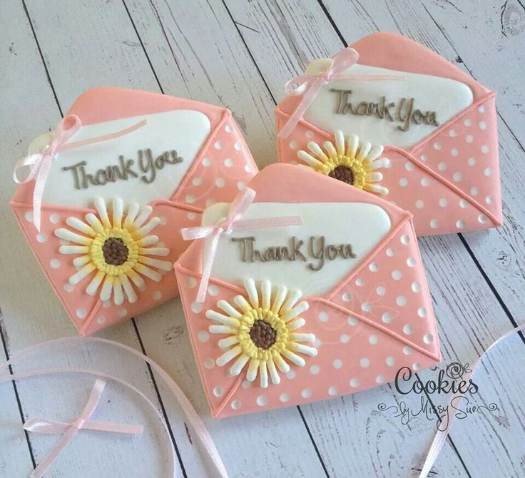 Beautiful envelope cookies. Who would not like one of these in the post?  So pretty x