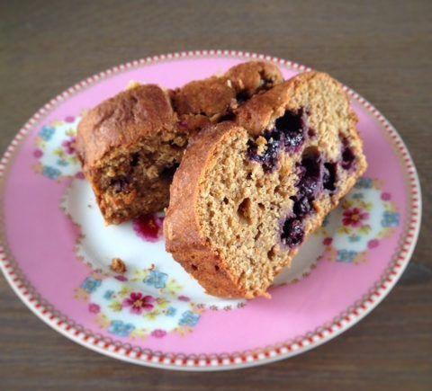 Blauwe bosbessen speltcake