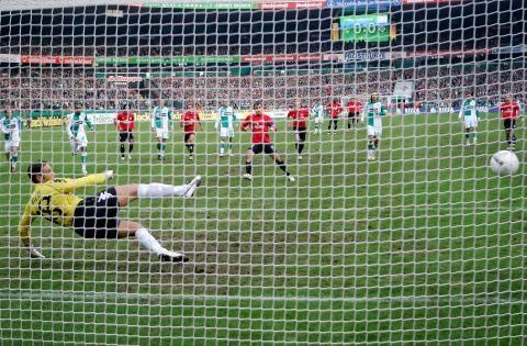 17. Februar 2007, Werder Bremen - HSV 0:2. Noch lange nicht ausgetickt: Tabellenschlusslicht HSV auswärts beim Zweiten und Titelaspiranten Werder. ... nur der HSV !!