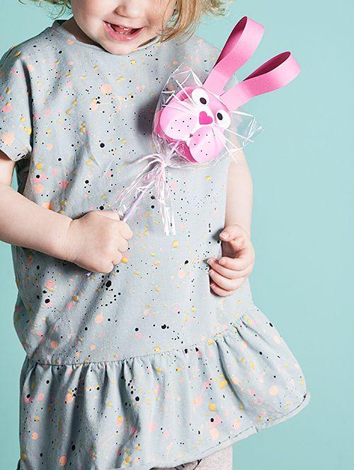 Andrea von We like Mondays hat entzückende Häschen mit Marshmallows für Ostern gebastelt – fast zu schön zum Naschen!