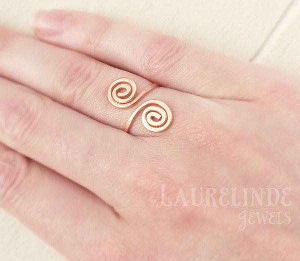 Keltische spiraal ring, verstelbare ring van koper door LaurelindeJewels op Etsy https://www.etsy.com/nl/listing/242414163/keltische-spiraal-ring-verstelbare-ring