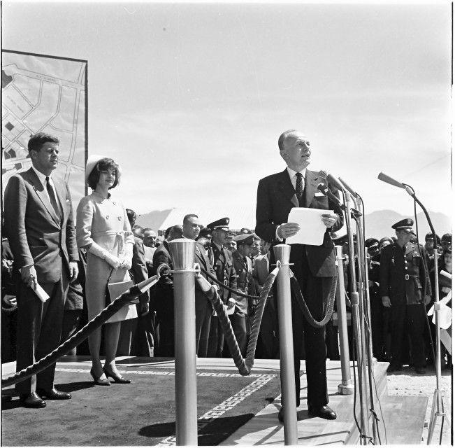 El Presidente Kennedy y Jacqueline Kennedy con el Presidente Lleras Camargo/ Daniel Rodríguez / 1961 / Colección Museo de Bogotá: MdB 16339 / Todos los derechos reservados