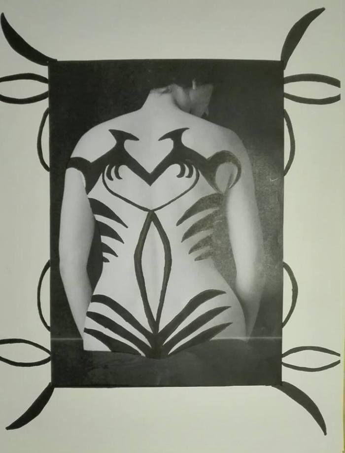 Een opdracht voor de meisjes van 5 Schoonheidszorg: ze moesten een tatoeage ontwerpen met Oriëntaalse of tribale elementen. Voor de Oriëntaalse mochten realistische tekeningen gebruikt worden, verf…