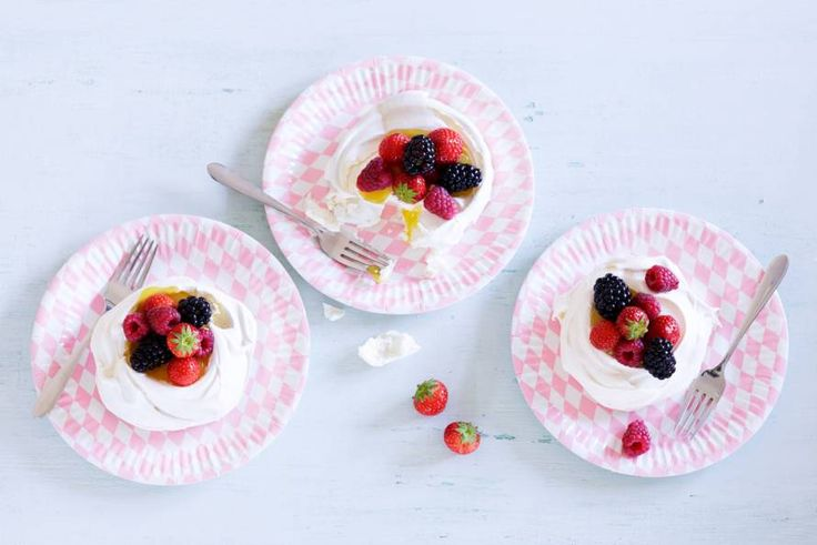 Schuimtaartjes met rood fruit - Recept - Allerhande